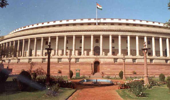 اے پی کو خصوصی درجہ کا مطالبہ ۔ پارلیمنٹ کے احاطہ میں وائی ایس آر کانگریس اور تلگودیشم کے ارکان پارلیمنٹ کا احتجاج