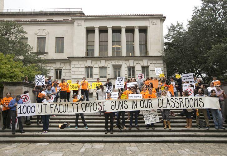 امریکہ میں کلاس روم میں پستول لانے پر پابندی کا مطالبہ مسترد