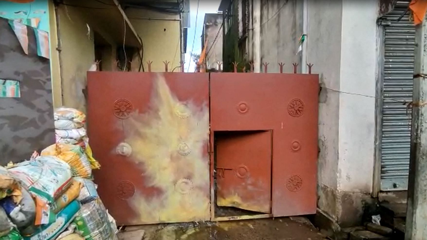 بنگال میں بی جے پی رکن پارلیمنٹ ارجن سنگھ کی رہائش گاہ پر دیسی بم پھینکا گیا