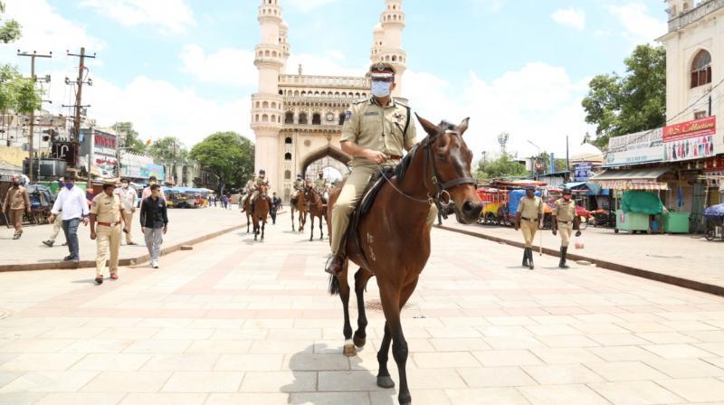 پرانا شہر حیدرآباد میں گھڑ سوار پولیس نے طلایہ گردی کی