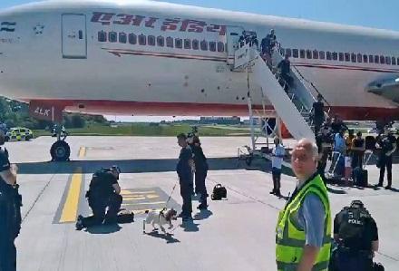 ایر انڈیا کے طیارہ میں بم کی اطلاع' لندن میں اتارا گیا