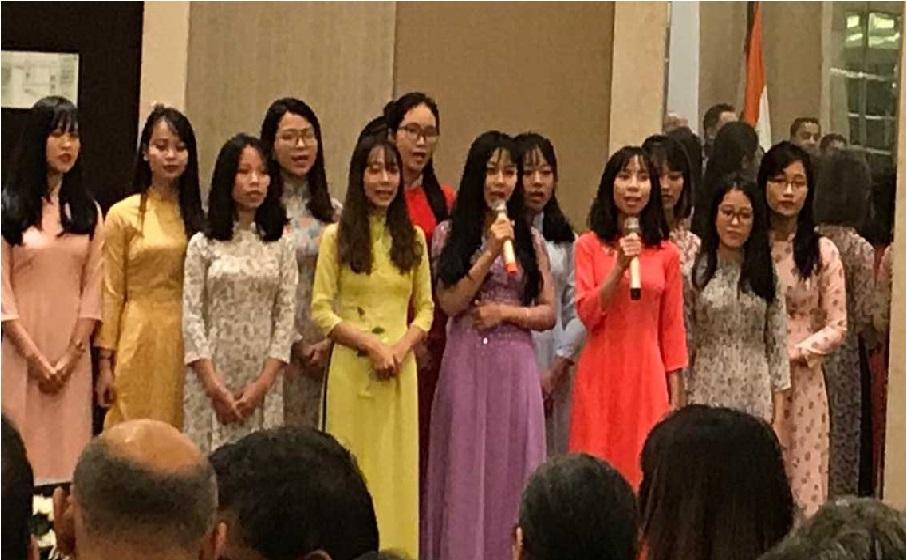 فلم شعلے کا گانا گا کر ویتنام میں طالب علموں نے کیا صدر کووند کا استقبال
