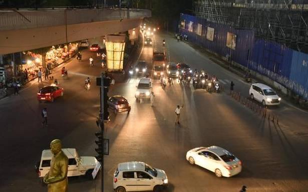 دن ہو یا رات،ٹریفک سگنلس کی خلاف ورزی نہ کی جائے:ٹریفک پولیس سائبرآباد کا ویڈیو