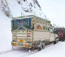 زبردست برف باری کی وجہ سے وادی کشمیر کا بیرون دنیا سے رابطہ منقطع
