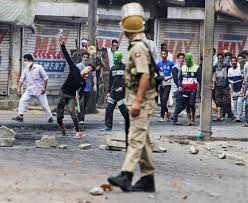 کشمیر میں ہڑتال 71 ویں روز میں داخل، کچھ حصوں میں کرفیو جاری