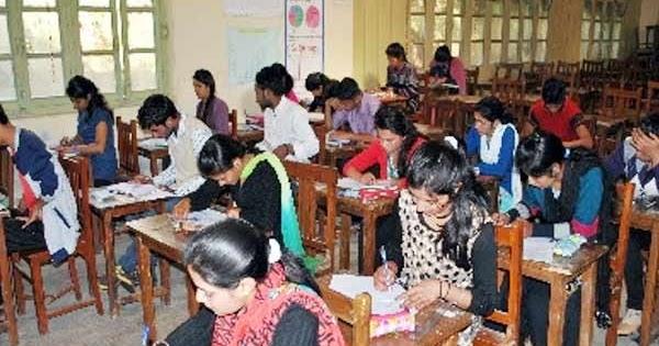 کشمیر: بارہویں جماعت کے بعد دسویں جماعت کے سالانہ امتحانات شروع ، طلباء کی بھاری شرکت