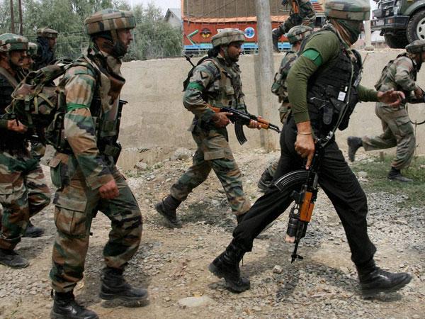 کشمیر میں پولیس چوکی پر حملہ کرنے والے دہشت گردوں کی تلاش شروع