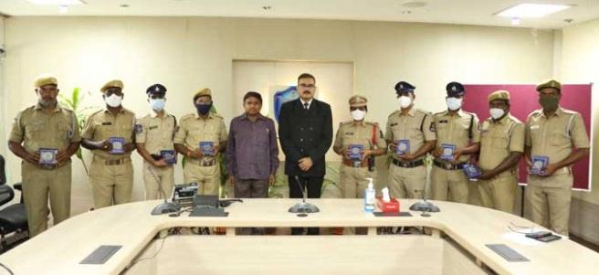 حیدرآباد لیک پولیس کے جوانوں کو کمشنر کی مبارکباد