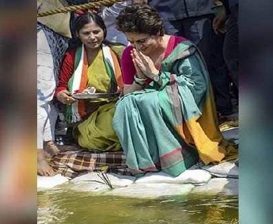 گنگا کی صفائی پر نتین گڈکری کا پرینکا سے سوال، کیا کبھی گنگا کا پانی پیئیں