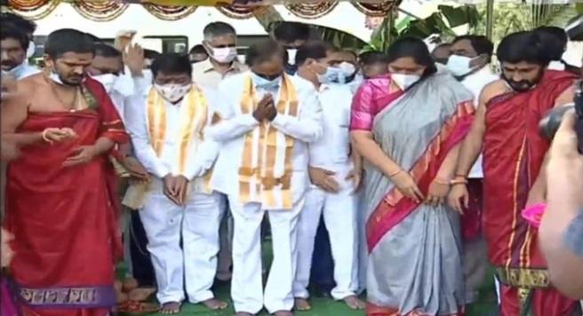 تلنگانہ کے وزیراعلی کے چندرشیکھرراو نے ضلع ورنگل میں ملٹی سوپر اسپیشلٹی اسپتال کا سنگ بنیاد رکھا
