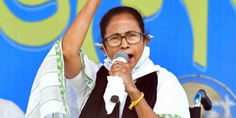 ممتا بنرجی نے آج ایک بار وزیرا عظم کو خط لکھا۔وعدے کے مطابق ریاست کے کسانو ں کے اکائونٹ میں 18ہزار روپے فراہم کئے جائیں