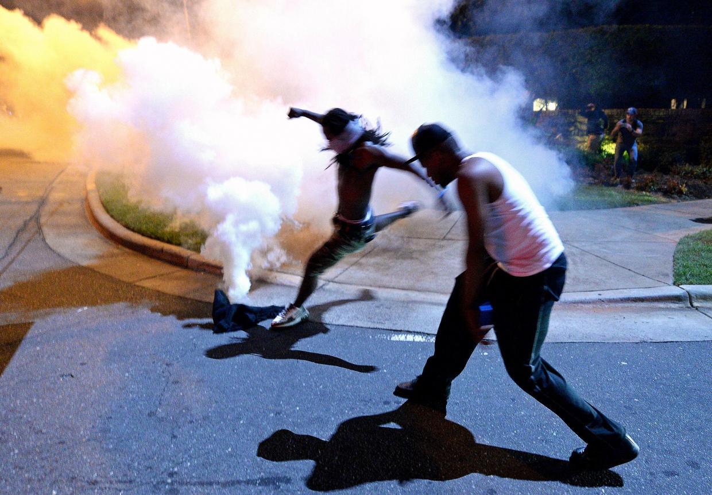 فلپائن پولیس نے مظاہرین پر آنسو گیس کے گولے چھوڑے