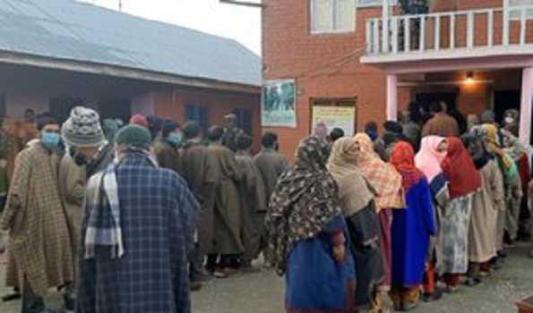 جموں و کشمیر میں ڈی ڈی سی انتخابات کے پہلے مرحلے کی ووٹنگ شروع
