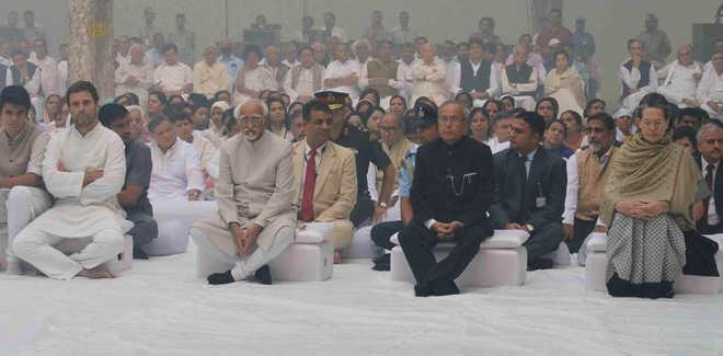 منموہن، سونیا، راہل نے اندرا گاندھی کو خراج عقیدت پیش کیا