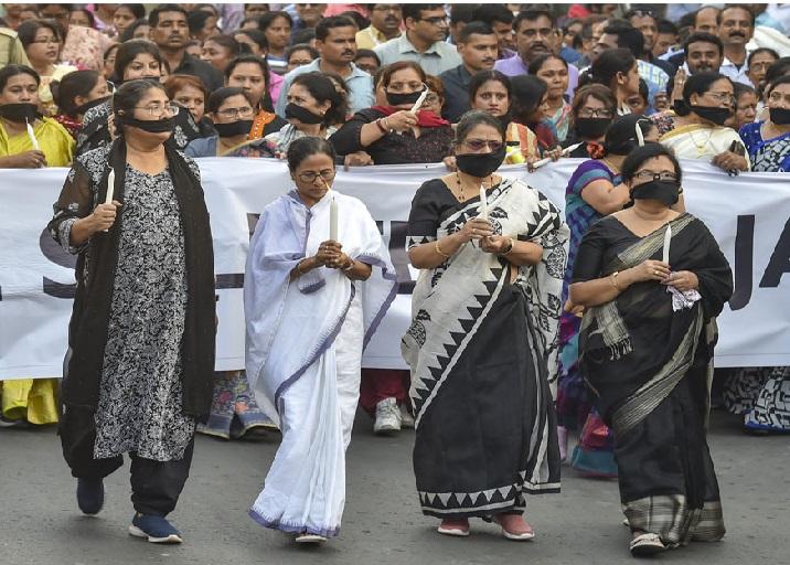 ملک اپنے بہادر جوانوں کے ساتھ متحد کھڑا ہے:ممتا بنرجی