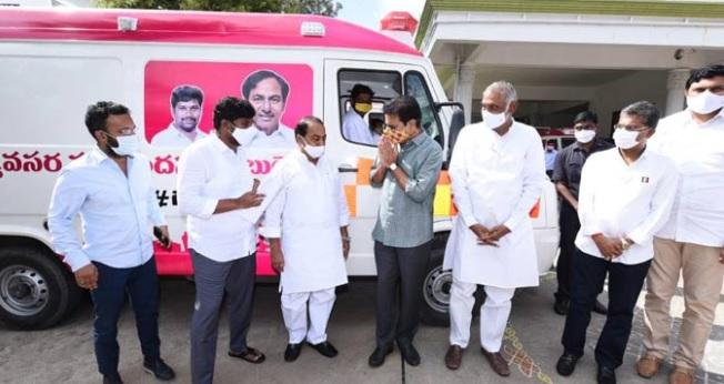 تلنگانہ کے وزیر تارک راما راو نے کورونا ٹسٹنگ موبائل یونٹس اور ایمبولنس گاڑیوں کو جھنڈی دکھائی
