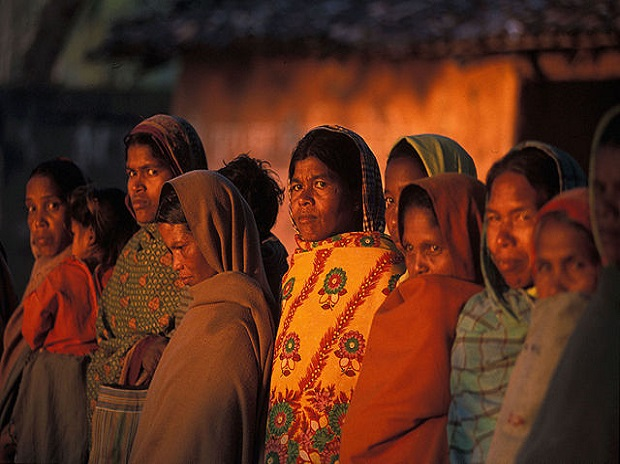 دلتوں کے طرز پر ہر قبائلی خاندان کو دس لاکھ روپئے فراہم کرنے کامطالبہ۔تلنگانہ کے عادل آباد میں راستہ روکو احتجاج