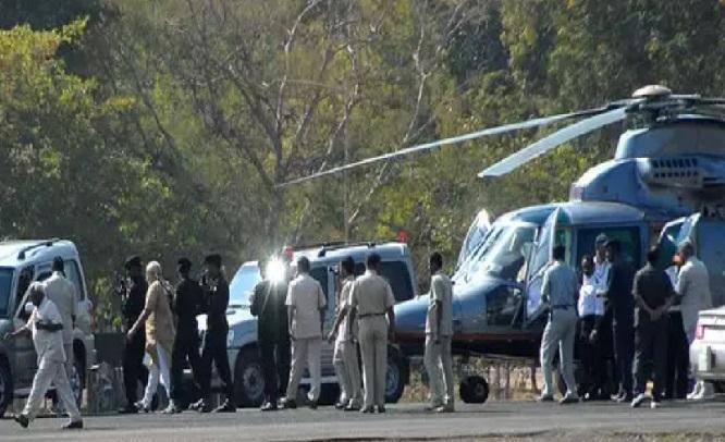 مودی کے ہیلی کاپٹر کی تلاشی لینے والے افسرکی معطلی غلط: کانگریس
