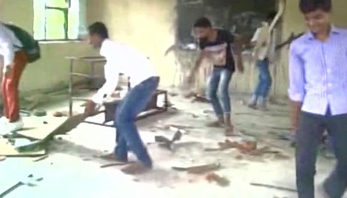 دبنگ باپ کے بیٹوں نے کلاس میں دکھائی دبنگئی، پہلے بیچ کے ساتھی کو پیٹا پھر ویڈیو کیا وائرل