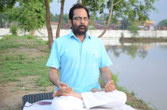 صحت مند زندگی کے لئے ہندوستان نے دنیا کو یوگا کا تحفہ دیا : نقوی