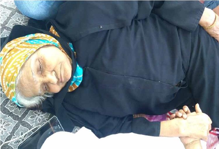 کیجریوال سے ملنے کے لئے بھوک ہڑتال پر بیٹھی 80 سالہ خاتون، سی ایم کے پاس ٹائم نہیں