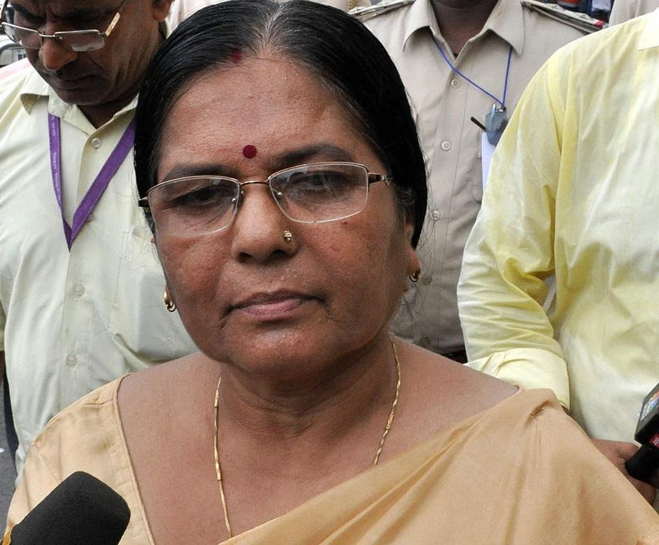 مظفر پور معاملہ میں سماجی فلاح و بہبود کی وزیر منجو ورما نے دیا استعفی
