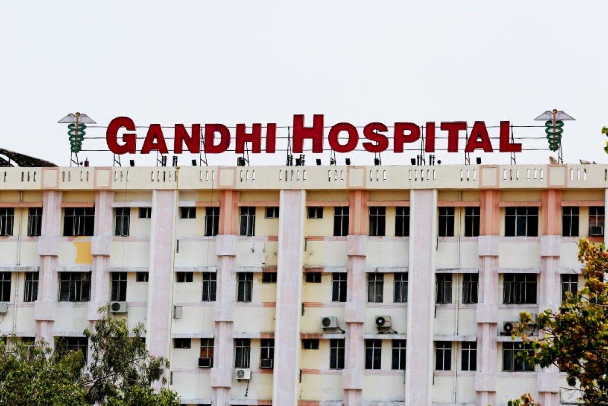 حیدرآباد کے گاندھی اسپتال میں فین گرپڑا۔کورونا کے دو مریض زخمی