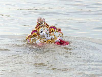 حیدرآباد کی حسین ساگر جھیل میں گنیش کی مورتیوں کے وسرجن کی سپریم کورٹ نے اجازت دے دی