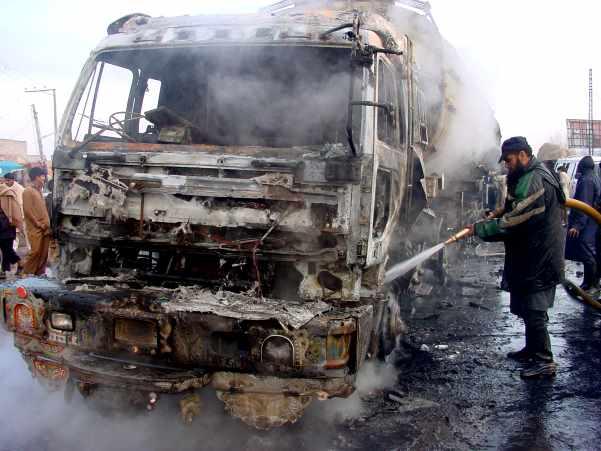 وانا میں چار ٹرک نذر آتش، آٹھ افراد اغوا