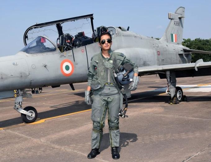 فلائٹ لیفٹیننٹ موہنا سنگھ ہاک جیٹ اڑانے والی پہلی خاتون پائلٹ بنی